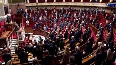 Francouzští zákonodárci vyjádřili solidaritu s příbuznými obětí minutou ticha