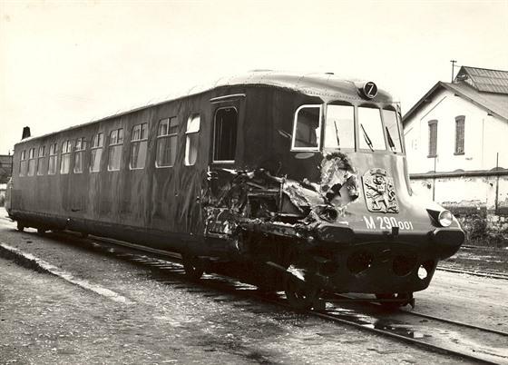 Vůz 001 neměl tolik štěstí jako jeho renovované dvojče. Po odstavení a nehodě...