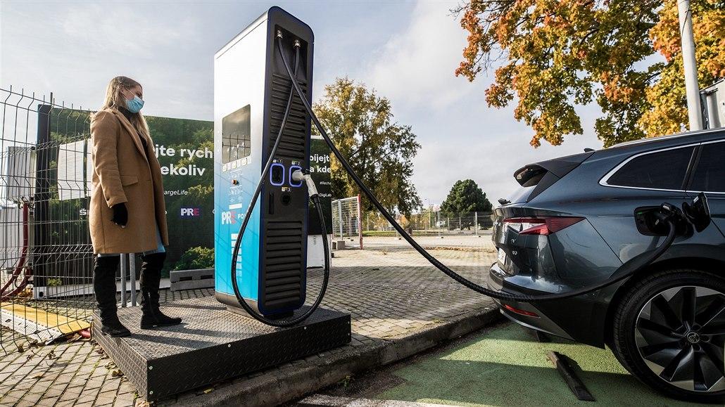 Sítě na dobití elektromobilů nestačí, vypomůžou kontejnery plné setrvačníků