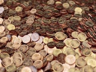 Každá mince je výsledkem dlouhého řetězce na sebe navazujících výrobních...