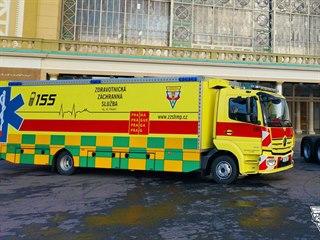 Pražští záchranáři vyslali pro deset pacientů s covidem-19 do Benešova...