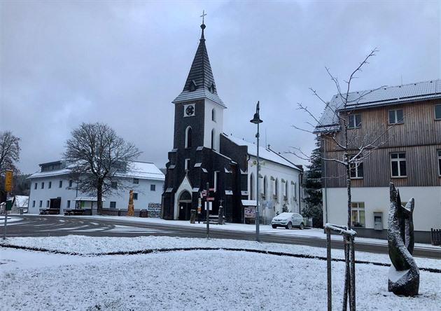 Na Šumavu přichází po inverzním počasí zima. (20. listopadu 2020)