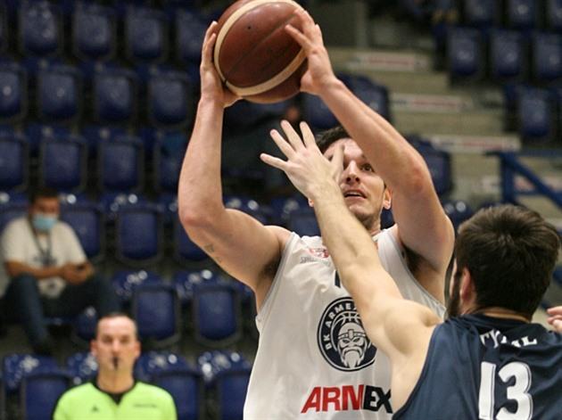 Basketbalisté Děčína zvítězili nad Ostravou oslabenou o Bohačíka
