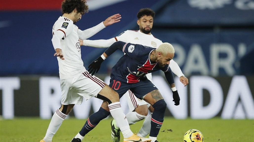 Nováček si dal vlastní gól a Paris St. Germain jen remizoval
