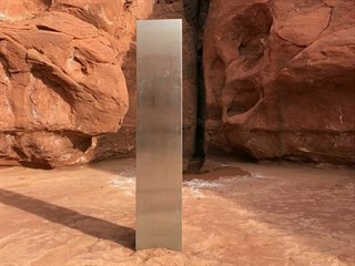 Tajemný kovový objekt objevený uprostřed pouštní krajiny ve státě Utah