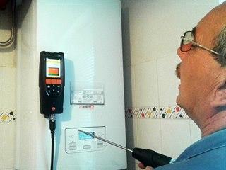 Servisní technici se vybavili měřicím přístrojem na měření CO.