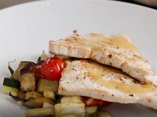 Krůtí plátky s italskou zapečenou zeleninou carponatou