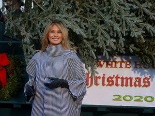 První dáma USA Melania Trumpová podle tradice v Bílém domě převzala vánoční...