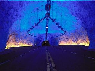 Laerdalský tunel v Norsku je se svojí délkou 24,5 kilometru nejdelším silničním...