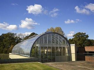 Součástí semenné banky Millennium Seed Bank jsou skleníky, kde se kontroluje...