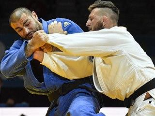 Český judista Lukáš Krpálek (vpravo) v souboji o bronz ve váze nad 100 kg s...