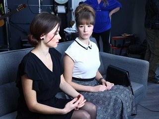 Hana Drozdová a Aneta Kernová při natáčení filmu Když prší slzy