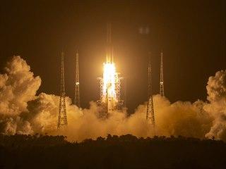 Start rakety Dlouhý pochod 5 se měsíční sondou Čchang-e 5
