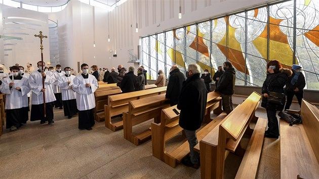 Kardinál Dominik Duka posvětil nový kostel Krista Spasitele v Praze na Barrandově. (22. listopadu 2020)