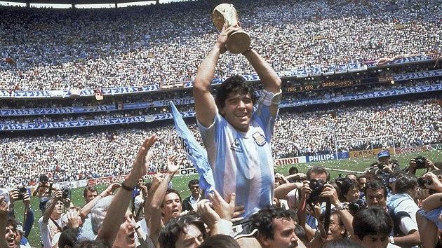 Diego Maradona zemřel. Argentinská legenda podlehla srdečnímu selhání