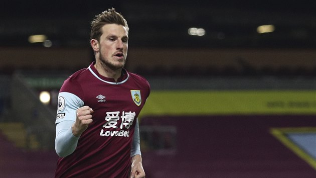 Chris Wood z Burnley se raduje z gólu proti Crystal Palace.