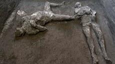 V Pompejích odkryli ostatky dvou mužů, boháče a otroka