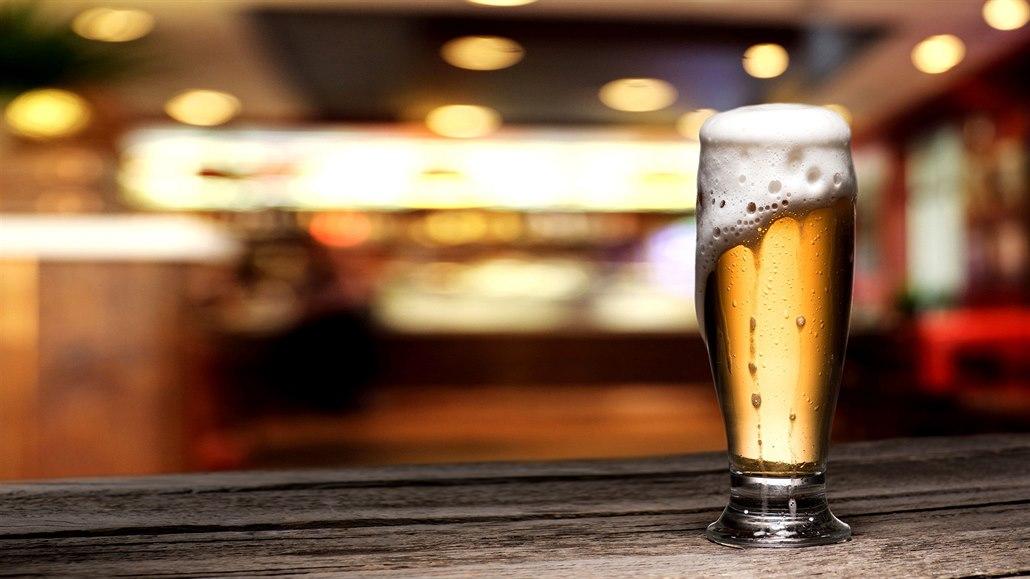 Pivovary přišly o šest miliard za čepované pivo, které Češi vloni nevypili