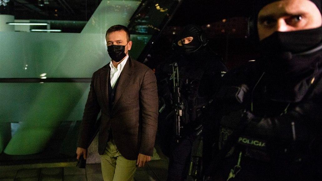 Haščák v Pentě skončil, po svém zadržení se vzdal všech výkonných pozic