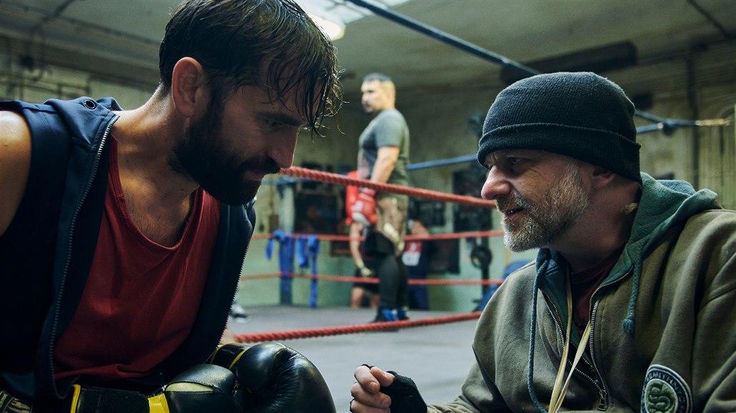 Milan Ondrík potká Hynka Čermáka v boxerském klubu thrilleru Stínohra