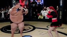 Otylý blogger vyzval na MMA zápas ženu. Výsledek?