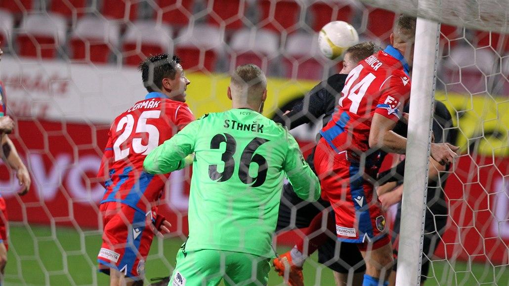 Fotbalový podzim skončil. Slavia zvládla šlágr, na závěr nevyhrál domácí tým