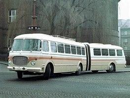 Prototyp kloubového autobusu Škoda 706 RTO-K v Hradci Králové u muzea