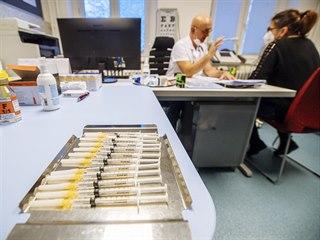 Do devíti očkovacích center v metropoli již dorazilo zhruba 25 000 dávek z...