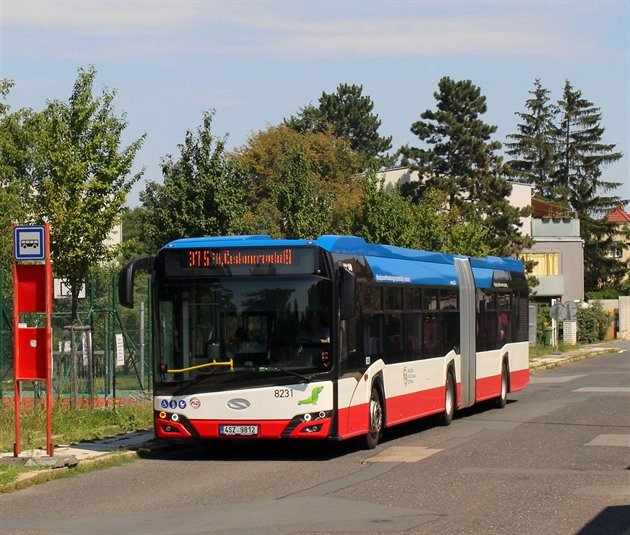 Nandat, sundat a pak zase nasadit. Řidiče autobusů prohání rouška i páska
