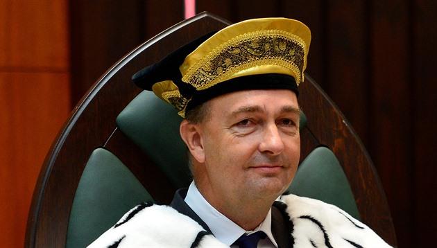 Monarchie by Česku vrátila stabilitu. Kontinuitu lidé chtějí, míní Habsburk