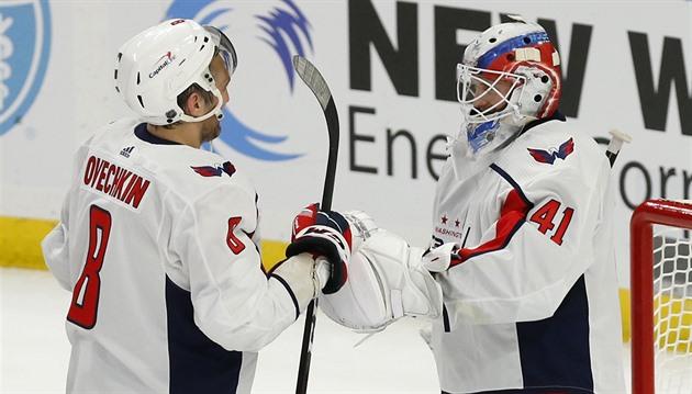 Premiéry českých gólmanů v NHL: Crhův průlom, Vokounův propadák. A co Hašek?
