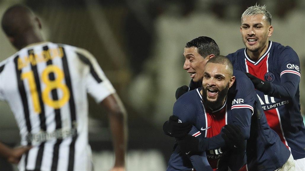 Paris St. Germain se díky výhře v Angers posunulo na první místo tabulky