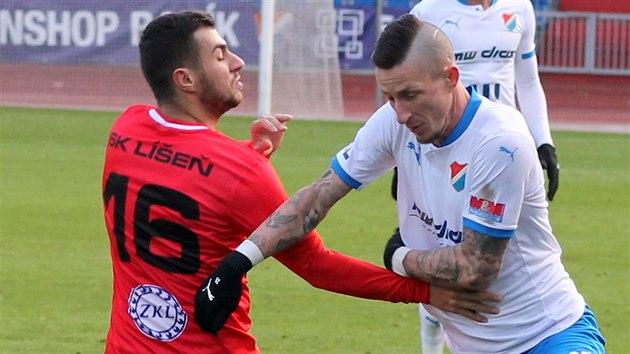 Zkušený ostravský obránce Jiří Fleišman (v bílém) byl u obou gólu Baníku v duelu s Líšní.