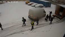 Z kamionu vyskákalo sedm cizinců, policie je zadržela