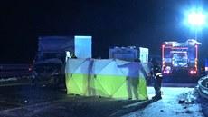 Na D1 usmrtila dodávka řidiče kamionu