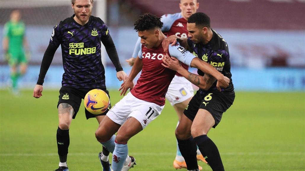 Aston Villa po třech zápasech zabrala, v dohrávce porazila Newcastle