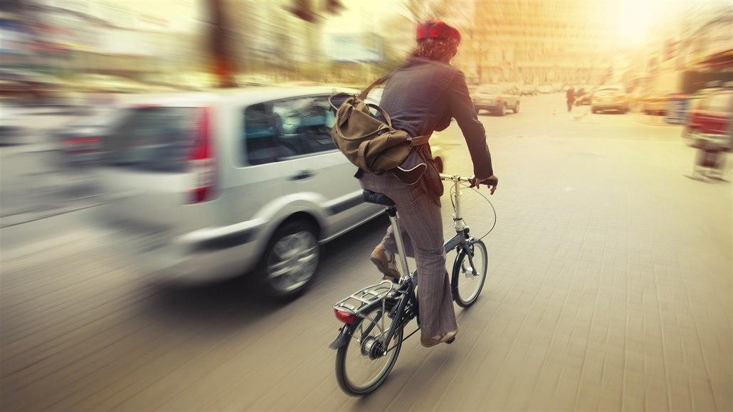 Hlasování o silničním zákoně: k ochraně cyklistů přibyly zásadní přílepky