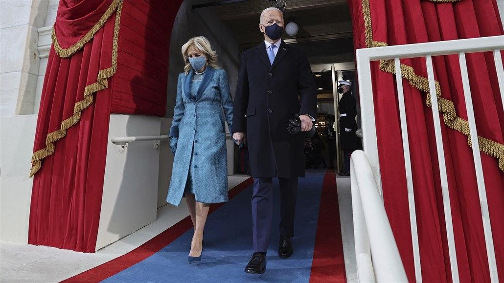 Krátké kalhoty i lepicí páska. Co oblékají američtí prezidenti na inauguraci