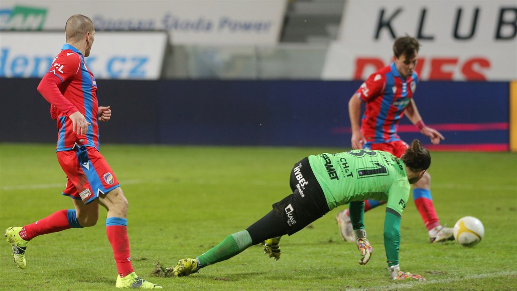 Plzeň - Pardubice 2:0, nováček dlouho v deseti, domácí udeřili v závěru
