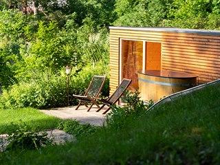 Sauny s vířivkami se stále častěji stěhují do zahrady. A to i díky trendu...