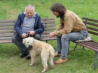 Majitel pubertálního teriéra byl k radám psího psychologa Rudolfa Desenského...