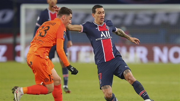 Angel Di Maria z Paris Saint-Germain (vpravo) v utkání proti  and Montpellieru.