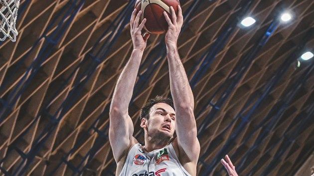 Petr Bohaèík z Ostravy doskoèil v zápase s Nymburkem