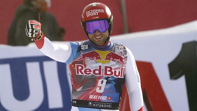 Švýcarský lyžaø Beat Feuz v cíli sjezdu v Kitzbühelu