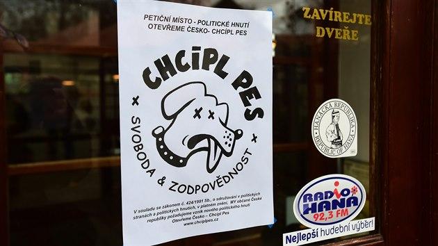 V otevřených restauracích zasahovala policie. Jiné z okének nabízely petici - iDNES.cz