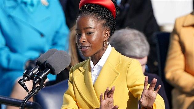 Mladá básnířka uhranula při inauguraci Američany