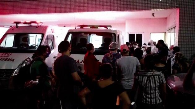 Brazilské nemocnice praskají ve švech. Musí odmítat nemocné