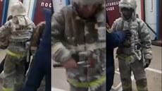 Ruské hasiče museli po práci vysekávat z ledu