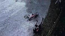 Cyklistovi selhaly brzdy, narazil čelně do plotu