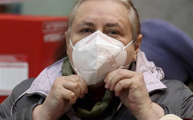 Respirátor by nemuseli nosit dušní lidé, astmatikům nevadí, míní Vašáková